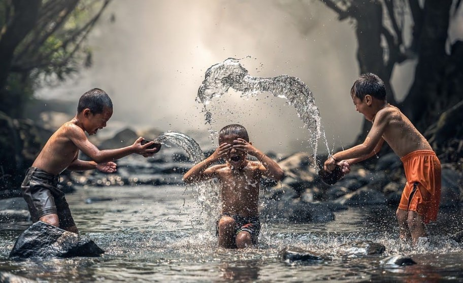 arti mimpi mandi di sungai menurut hindu