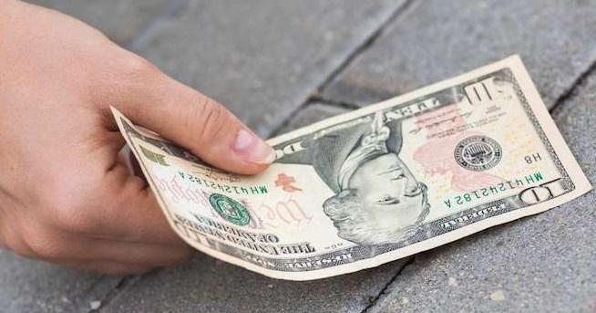 arti mimpi menemukan uang 100 ribu